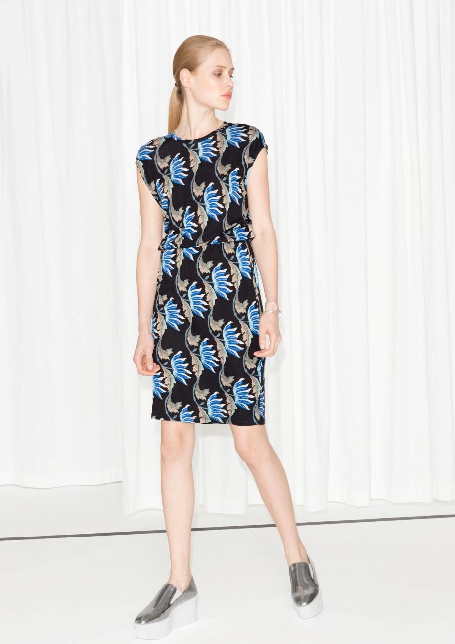 Tailliertes Kleid mit Print, 53 Euro