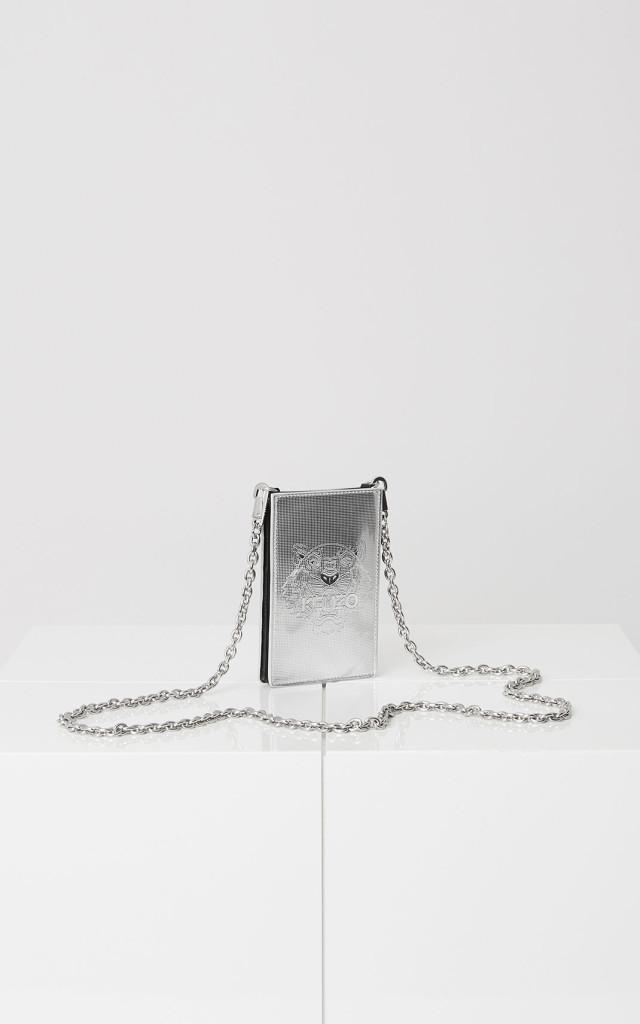 Iphone-Tasche als stilvolles Weihnachstgeschenk, 95 Euro, via www.kenzo.com