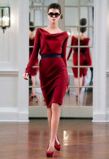 Приталенное платье с драпировкой из шерсти из коллекции Виктории Бэкхэм (Victoria Beckham) AW2010.