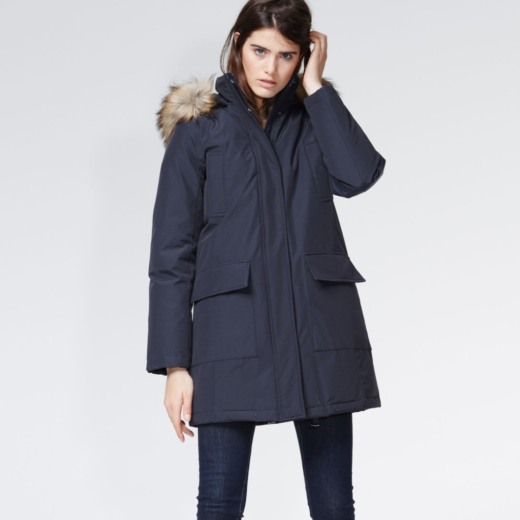 Stylish down parka in dark blue with hood, 90% down, Hallhuber, 180 euros (reduced).