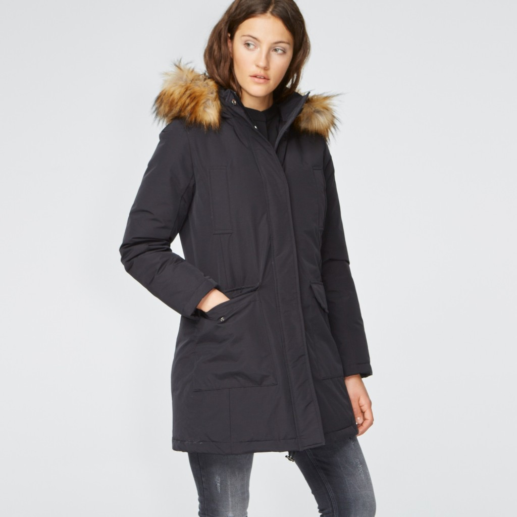 Stylish down parka in black with hood, 90% down, Hallhuber, 180 euros (reduced).