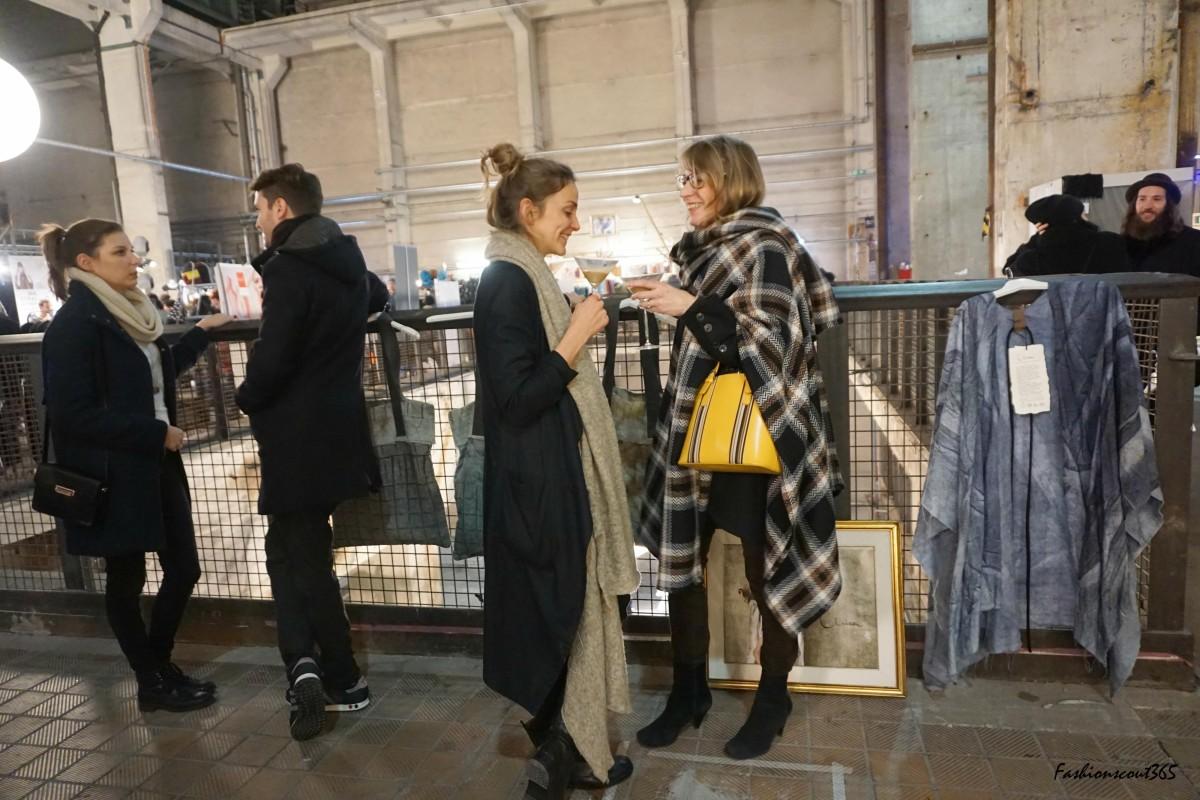 """Gäste des @mica_design - Mode-Label für handbemalte Capes aus Berlin. Auf dem Designer Markt """"Holy Shit Shopping"""" in Berlin am 13. Dezember 2015."""