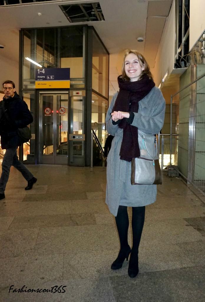 "Streetstyle in der Metro von Berlin: Layering-Look, Accessoires ""made in Italy"" und coole Farben."