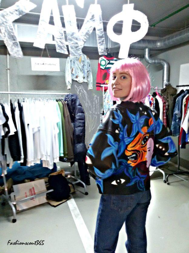 """Стристайл в Москве, на Ламбада-Маркет 20 декабря 2015 г. в """"Цветном"""". Юлия художник. Она расписала старую винтажную куртку YSL."""