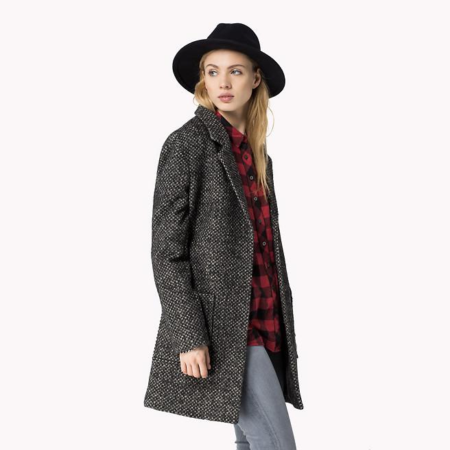 Melierter Mantel im maskulinen Schnitt, 95 % Wolle-Anteil, 175 Euro (reduziert).