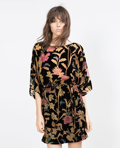 Samt-Kleid in Boho Chic-Style für den eleganten Silvester-Look.