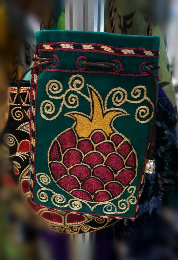 """Фотоотчет с выставки-продажи """"Формула рукоделия. Весна 2016"""". Аксессуары с вышивкой в национальном узбекском стиле, Artsul."""