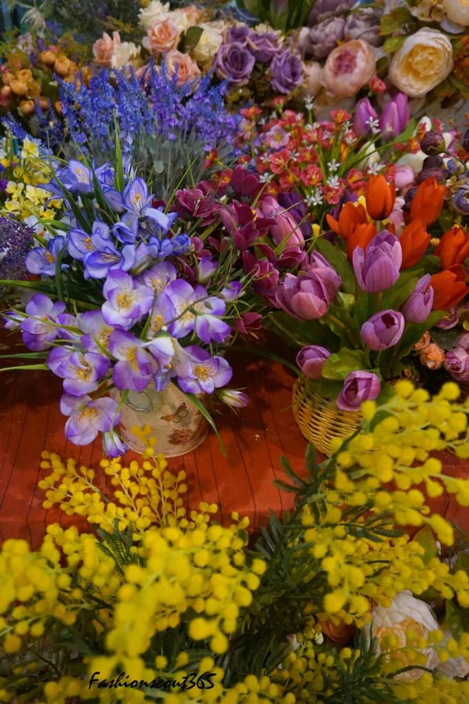 "Фотоотчет с выставки-продажи ""Формула рукоделия. Весна 2016"". Стенд с цветами из ткани."