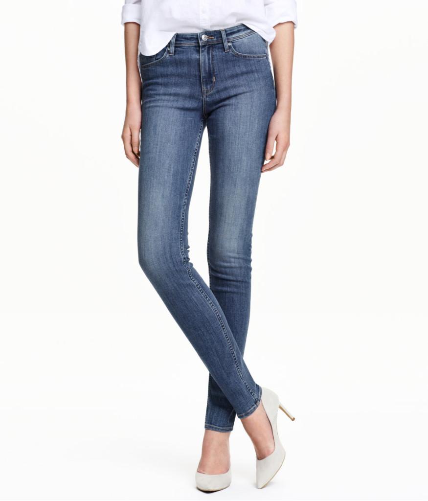 Hellblaue Skinny-Jeans für den legeren Business-Casual Look, H&M Online Sale, von 20 auf 14 Euro reduziert, in vielen Größen erhältlich.