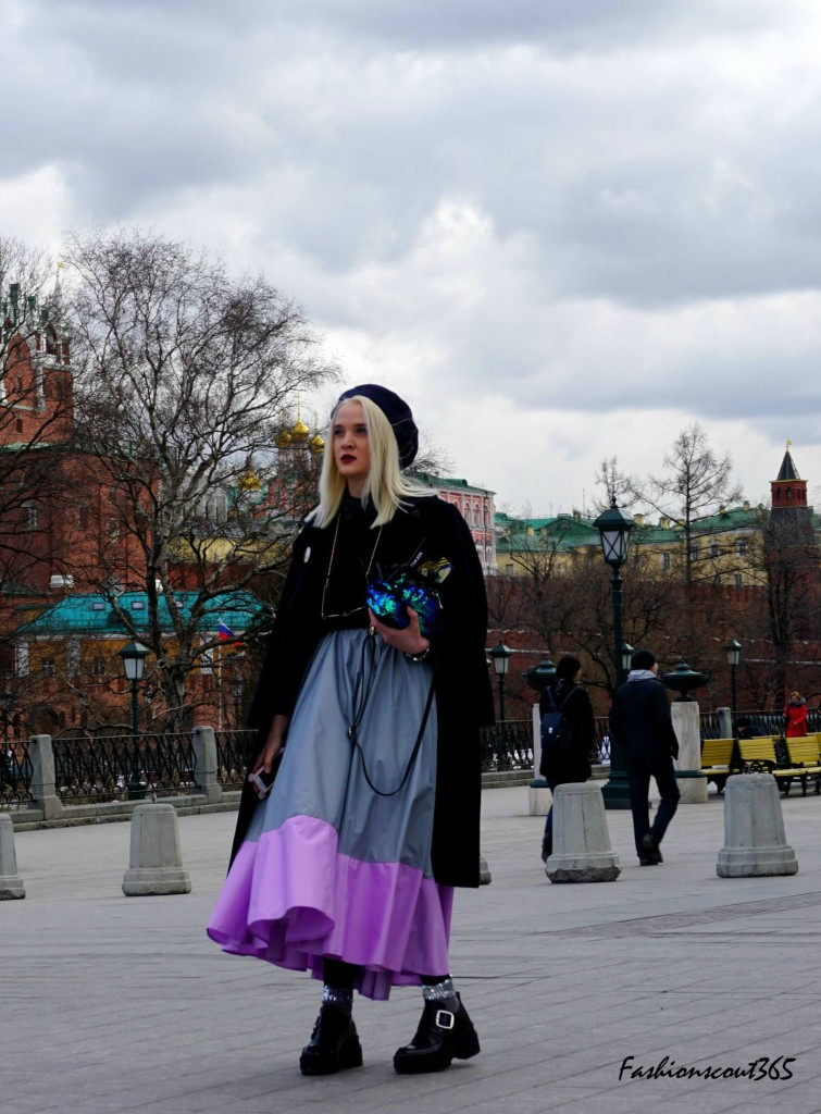 Key fashion trends 2016 on the streets of Moscow: maxi skirt and wedges.