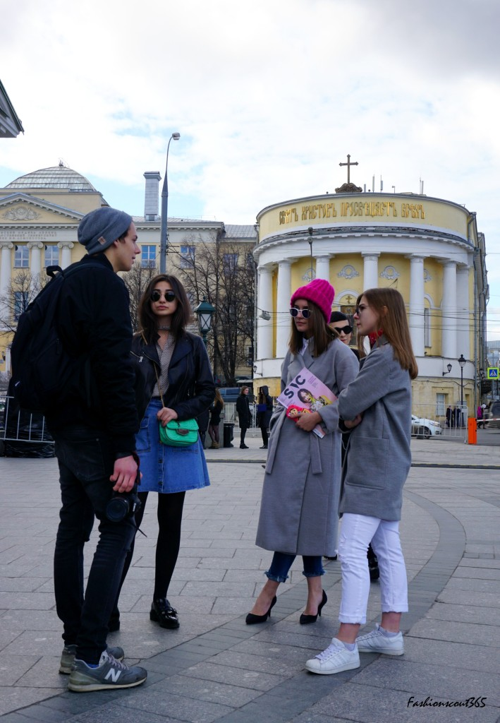 Key fashion trends 2016 on the streets of Moscow: Hello, 90's! Denim and white sneakers.