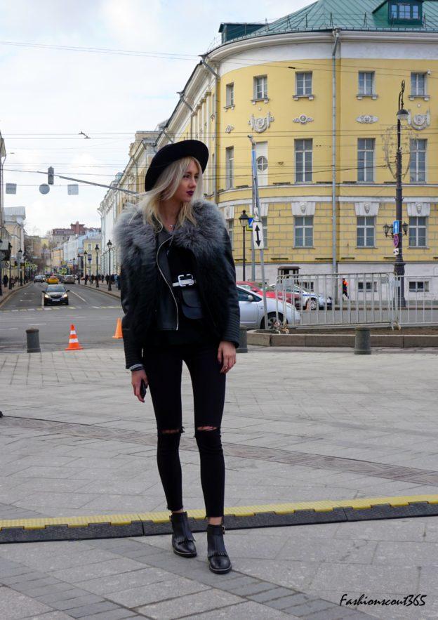 """Модные тренды 2016 года на улицах Москвы: монохромный образ """"Total Black"""" и рваные джинсы."""