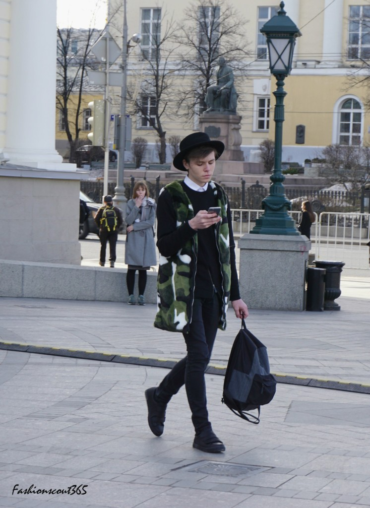 streetstyle-moscow-mode-trends-2016-menstyle-military-mantel-aermellos
