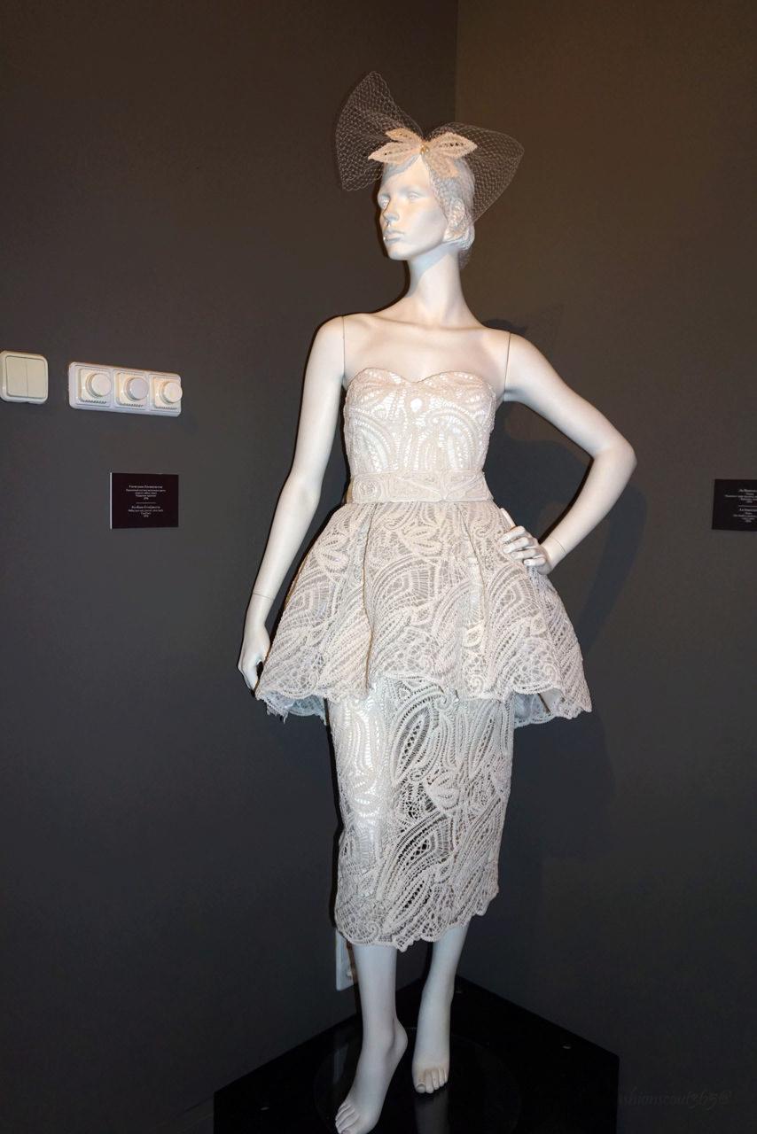 kostjum-designera-svetlany-evstigneevoj-na- vystavke-kruzhevo-napokaz-otzyv