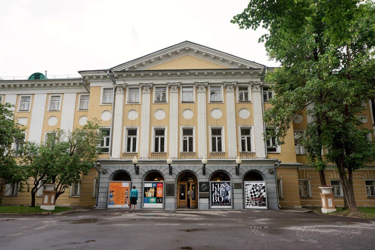 vystavka-kruzhevo-napokaz-zdanie-muzeja-dekorativno-prikladnogo-iskusstva
