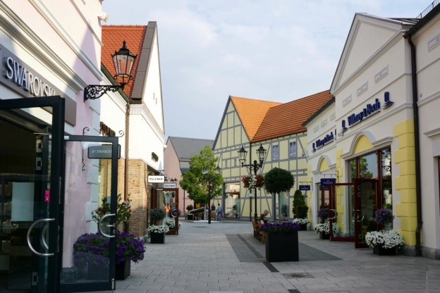 Designer outlet berlin b5 for Outlet design